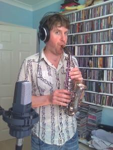 Ben et son mini saxophone (photo Will Grove-White)